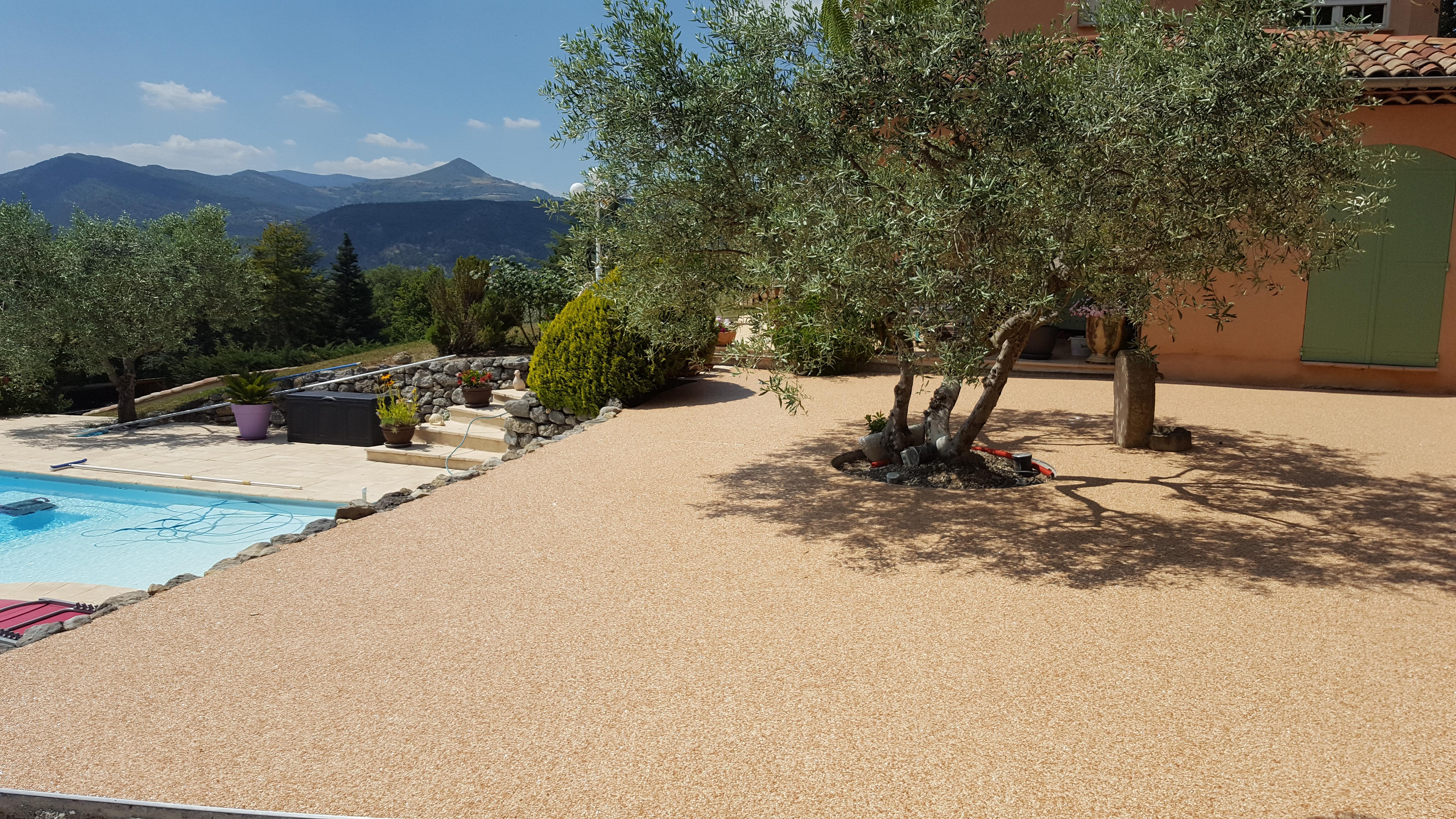 Rev tement de sol granulat de marbre moquette de for Moquette de pierre prix m2